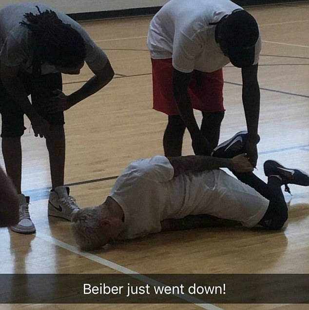 Ouch! Justin Bieber looked to be in pain in a Snapchat photo shared after he fell while playing basketball on Friday