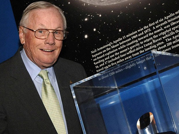 Armstrong, em imagem de 2006, após receber prêmio  (Foto: NASA Kennedy Center Media Archive Collection)
