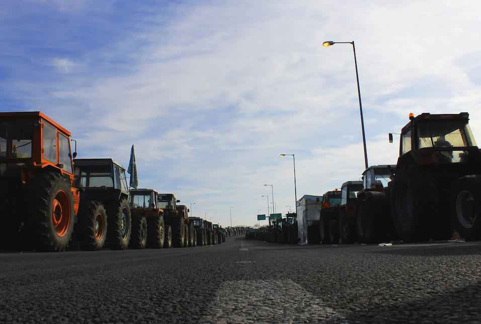 farmers-tracters