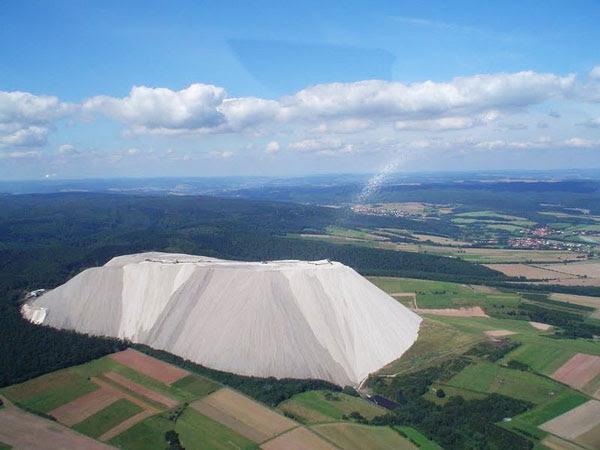perierga.gr - Monte Kali: Ένα βουνό από αλάτι!