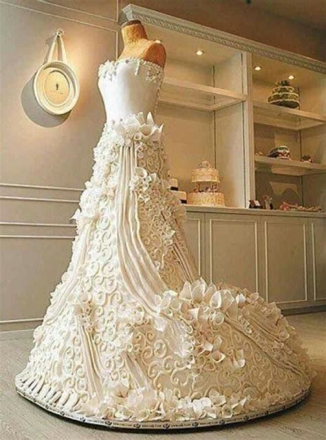 Look it's a dress  No wait it's a cake!!! Way cool! Cake