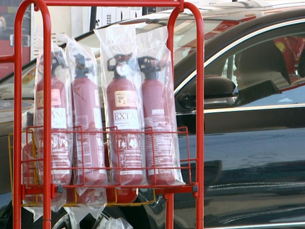 Extintor de incêndio não é obrigatório em carros desde 2015 (Foto: Reprodução/ EPTV)