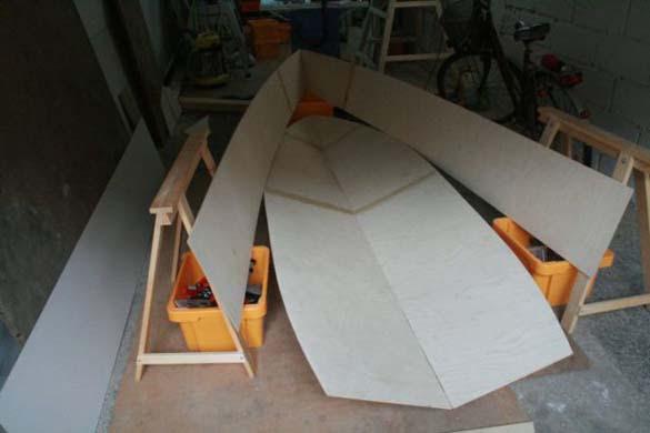 Έφτιαξε μόνος του ιστιοπλοϊκό σκάφος στο σπίτι (13)