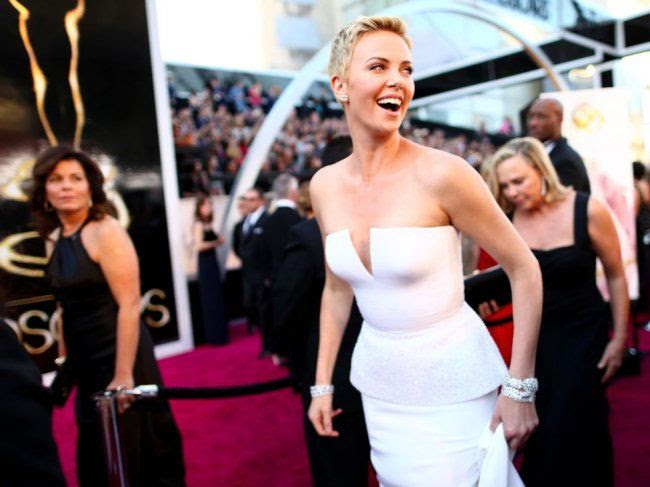 photo charlize-theron-oscars-2013_zps2e7d80a1.jpg