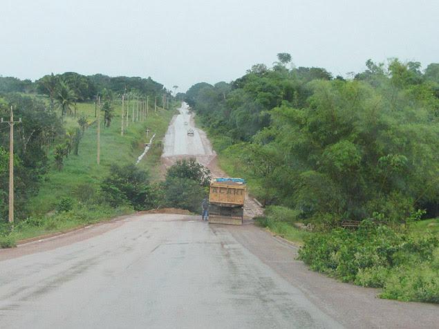 Obras da rodovia BR-163, usada entre Mato Grosso e Pará para escoar a produção de soja para os portos da região Norte
