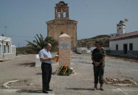 Inauguración del monolito en la isla de Isabel II