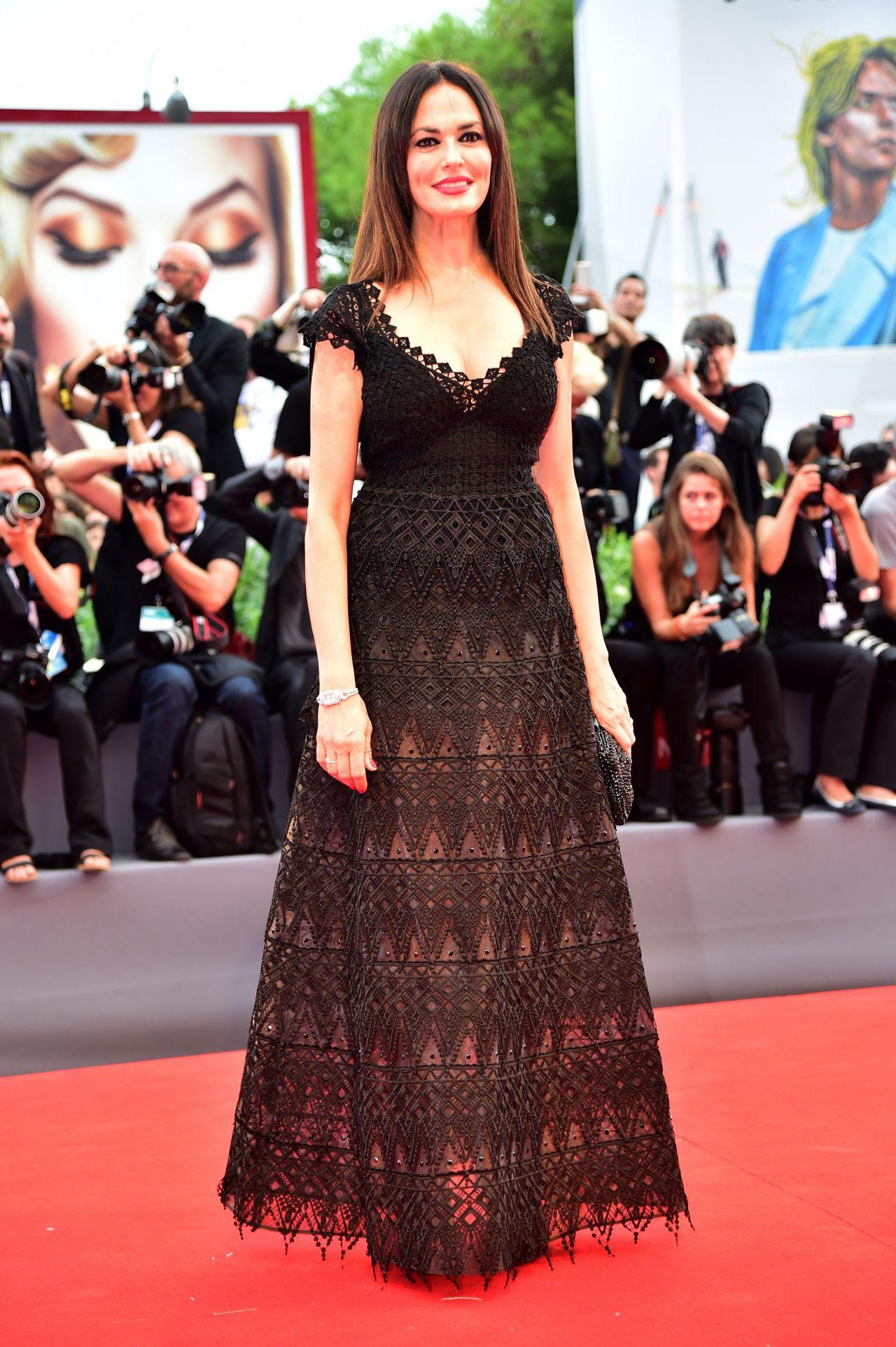 http://celebmafia.com/wp-content/uploads/2015/09/maria-grazia-cucinotta-opening-ceremony-and-premiere-of-everest-2015-venice-film-festival_6.jpg
