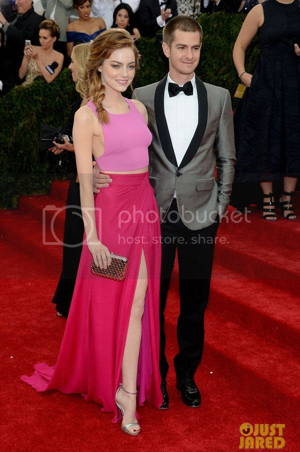 photo andrew-garfield-only-has-eyes-for-emma-stone-at-met-ball-2014-03_zps16210bf8.jpg