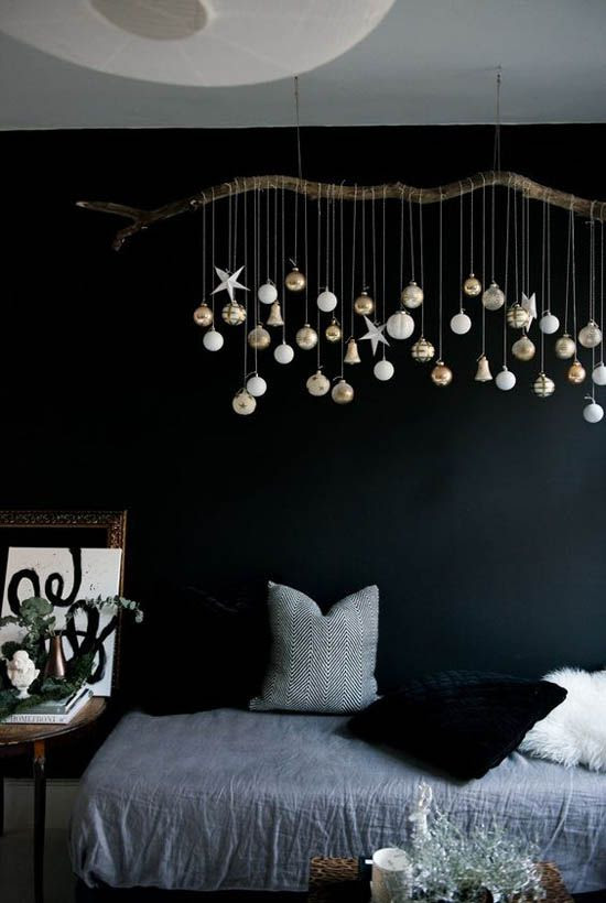 34 Moody And Dark Christmas Décor Ideas - DigsDigs