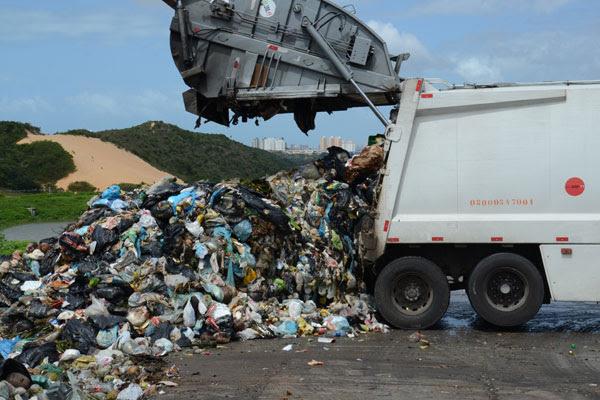 Lei Federal sancionada em 2010 previa que os 5.600 municípios brasileiros teriam que se adequar às regras até o próximo sábado (2)