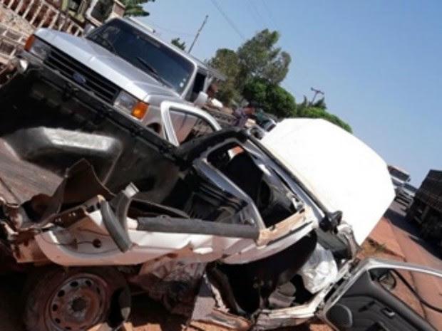 Acidente na RO-010 deixou carro destruído (Foto: Pimenta Virtual/Reprodução)