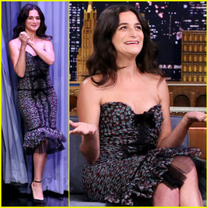 Jenny Slate Tells Jimmy Fallon Hilarious Story of Getting Called a Snitch by Pantsless Woman!