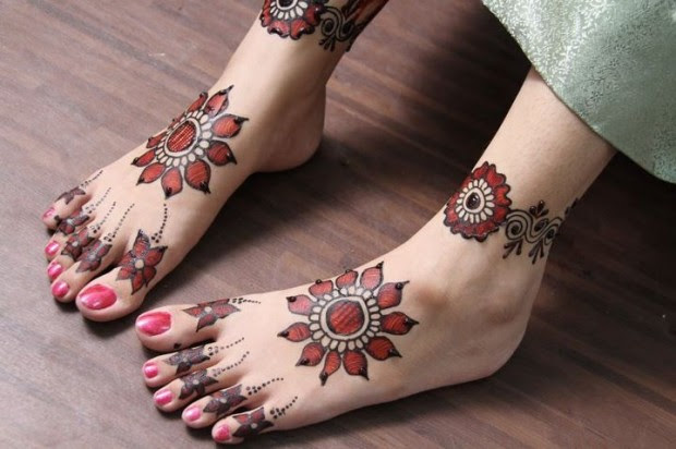 Beautiful-Indian-Bridal-Wedding-New-Mehndi-Designs-Photos-Embroidery-Dulhan-Feet-Mehndi-6