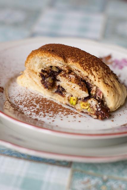 Munavalgevahu täidisega kringel / Yeasted Meringue Coffee Cake