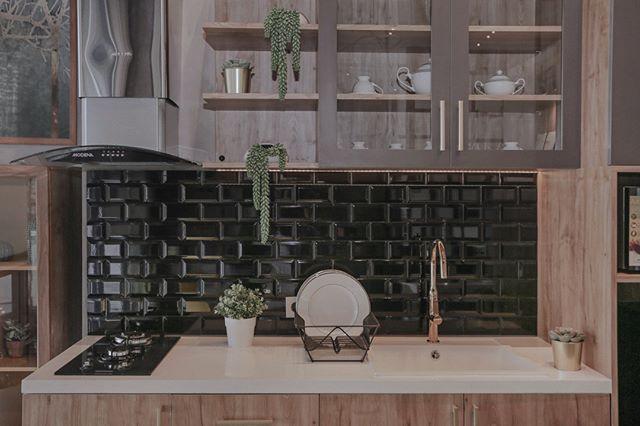 Ibu Memasak Di Dapur | Ide Rumah Minimalis