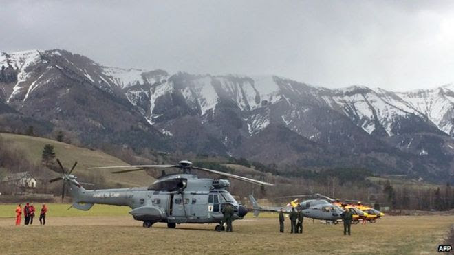 Helicopters in Seyne, near the crash site