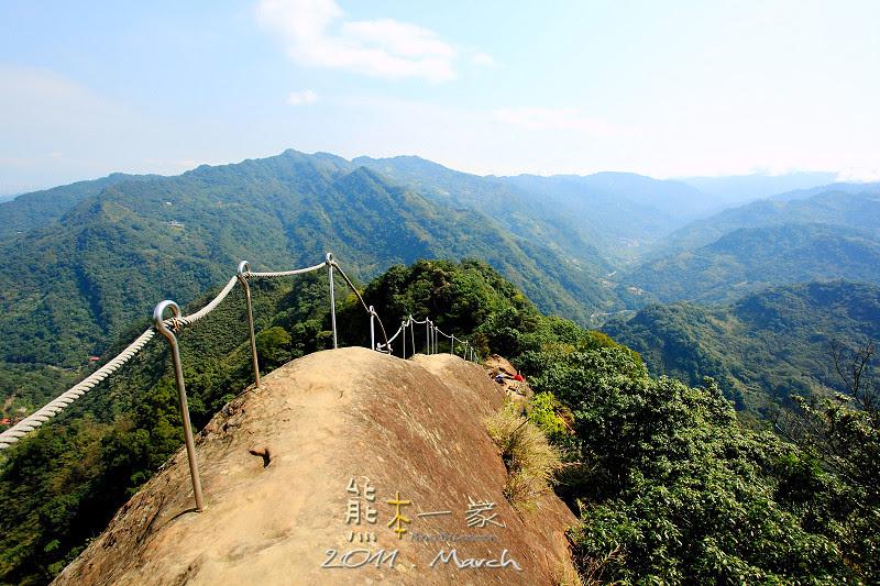 三峽五寮尖登山|踩在腳下的山陵線|牛背脊山線