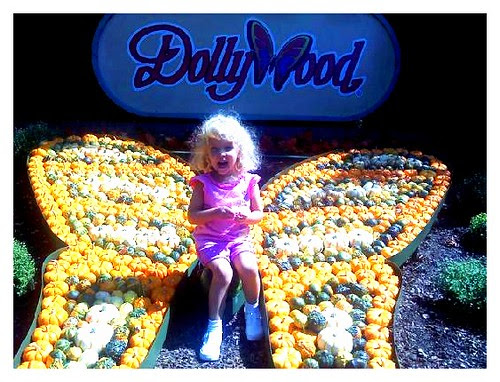 091910-Kylie-Dollywood.jpg