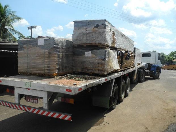 Droga normalmente era enviada camuflada em cargas de madeira de casas pre-fabricadas (Foto: Divulgação / PF)