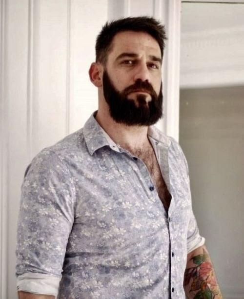 gayarkadaslik: Aşkım benim, gömleğinin yakasını açıp kıllı...