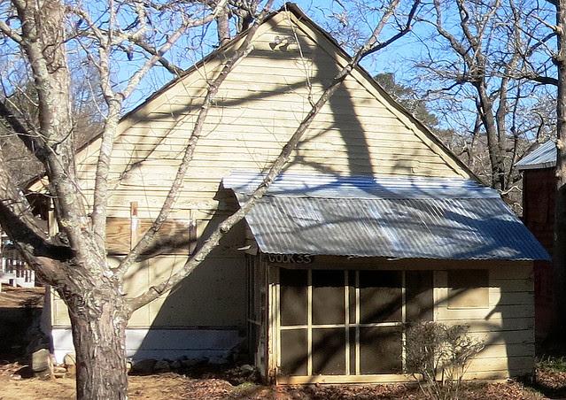 IMG_0058-2014-01-24-Shingleroof-Campground-McDonough-Georgia-single-white-half-porch
