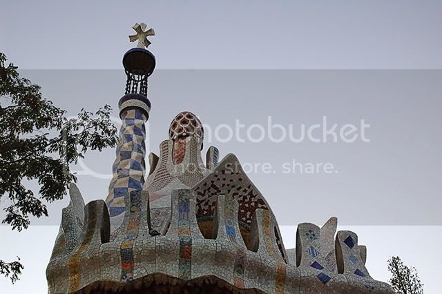 Park Guell, Barcelona - Entrance Tower With Spire And Trencadis Work [enlarge]