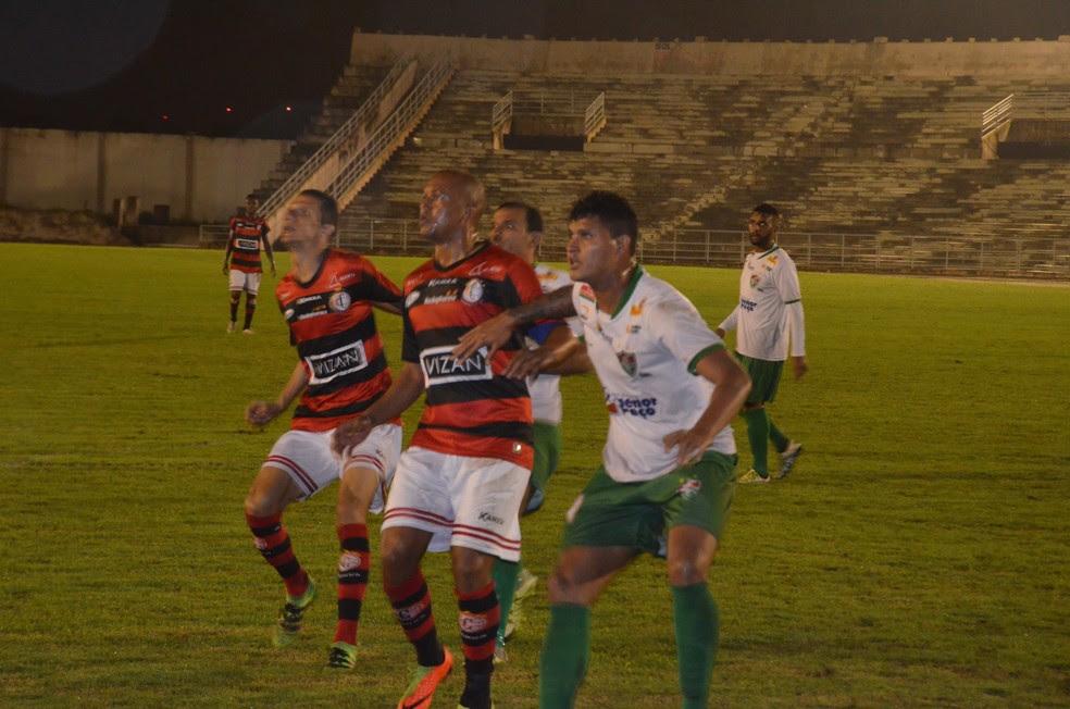 Overdose: Campinense x Flu de Feira vão para o quarto jogo na mesma competição (Foto: Silas Batista / GloboEsporte.com)