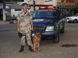 Guardas utilizam cães para auxiliar na segurança (Foto: Marcelo Rosa/Ascom Teresópolis)
