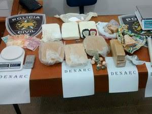 Drogas estavam na casa de mulher presa na operação (Foto: Divulgação/Polícia Civil do RN)