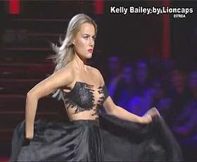 Kelly Bailey sensual a dançar no dança com as estrelas