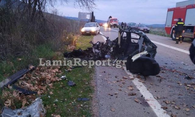 Φοβερό τροχαίο με νεκρό στη Φθιώτιδα - Κόπηκε το αμάξι στα δυο