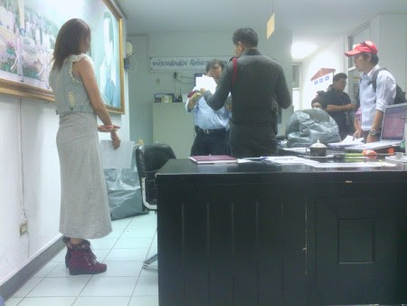 falsificaciones lumpini policía police station fake material