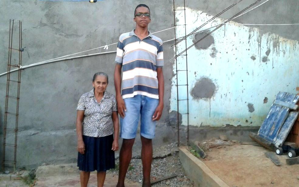 Rodrigo tem 18 anos e 2,20 metros de altura (Foto: Arquivo pessoal)
