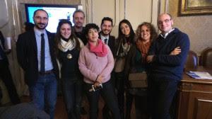 foto gruppo conferenza microcredito