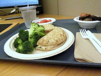 ¿Es malo comer frente al escritorio?