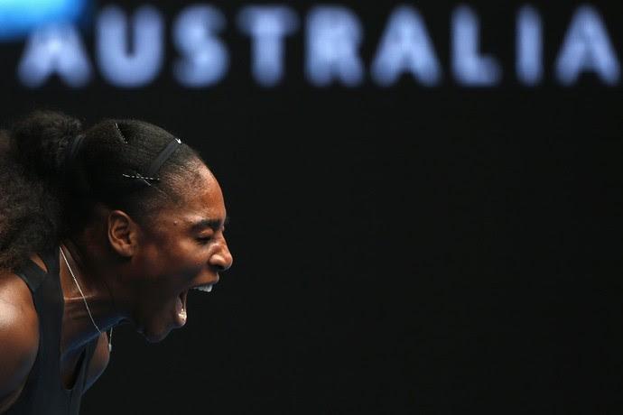 Serena Williams na partida contra Barbora Strycova pelo Aberto da Austrália (Foto: REUTERS/Thomas Peter)