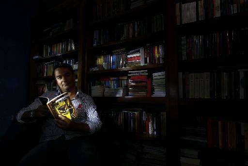 Escritor Nivaldo Tenorio lança livro de contos Dias de Febre na Cabeca. Credito: Ricardo Fernandes/DP/D.A Press.