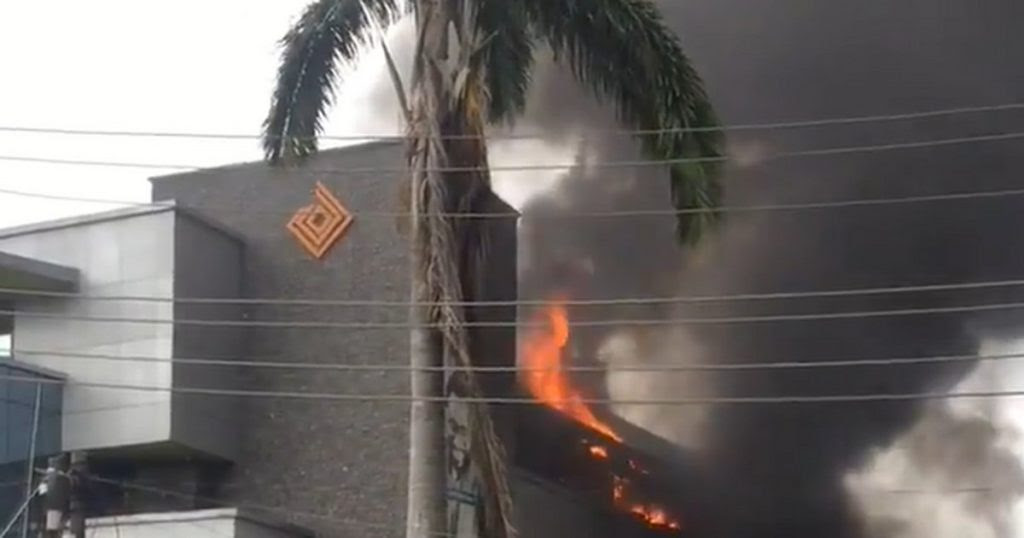 [VIDEO] Fire guts Access Bank building in Lagos