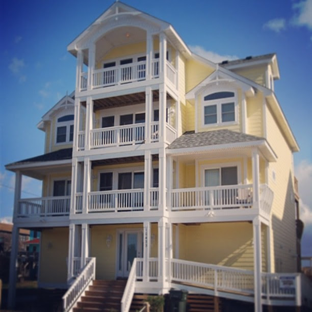 We finally made it to Nags Head, NC!! Our home for the next week! #oceanfront #beachhouse #henselvaca2013