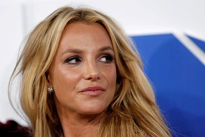 Новый адвокат Бритни Спирс потребовал отстранить ее отца от опекунства