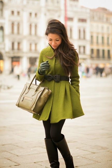 Comfy green mini dress with bow and handbag