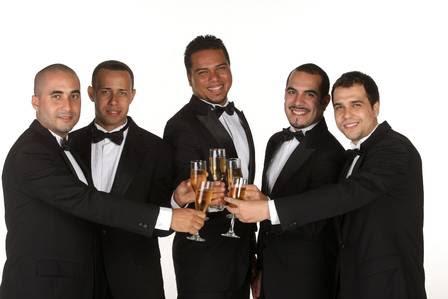 O grupo Sorriso Maroto brinda os 15 anos de carreira. Produção: Rosângela Alvarenga/ Agradecimento: Só a Rigor
