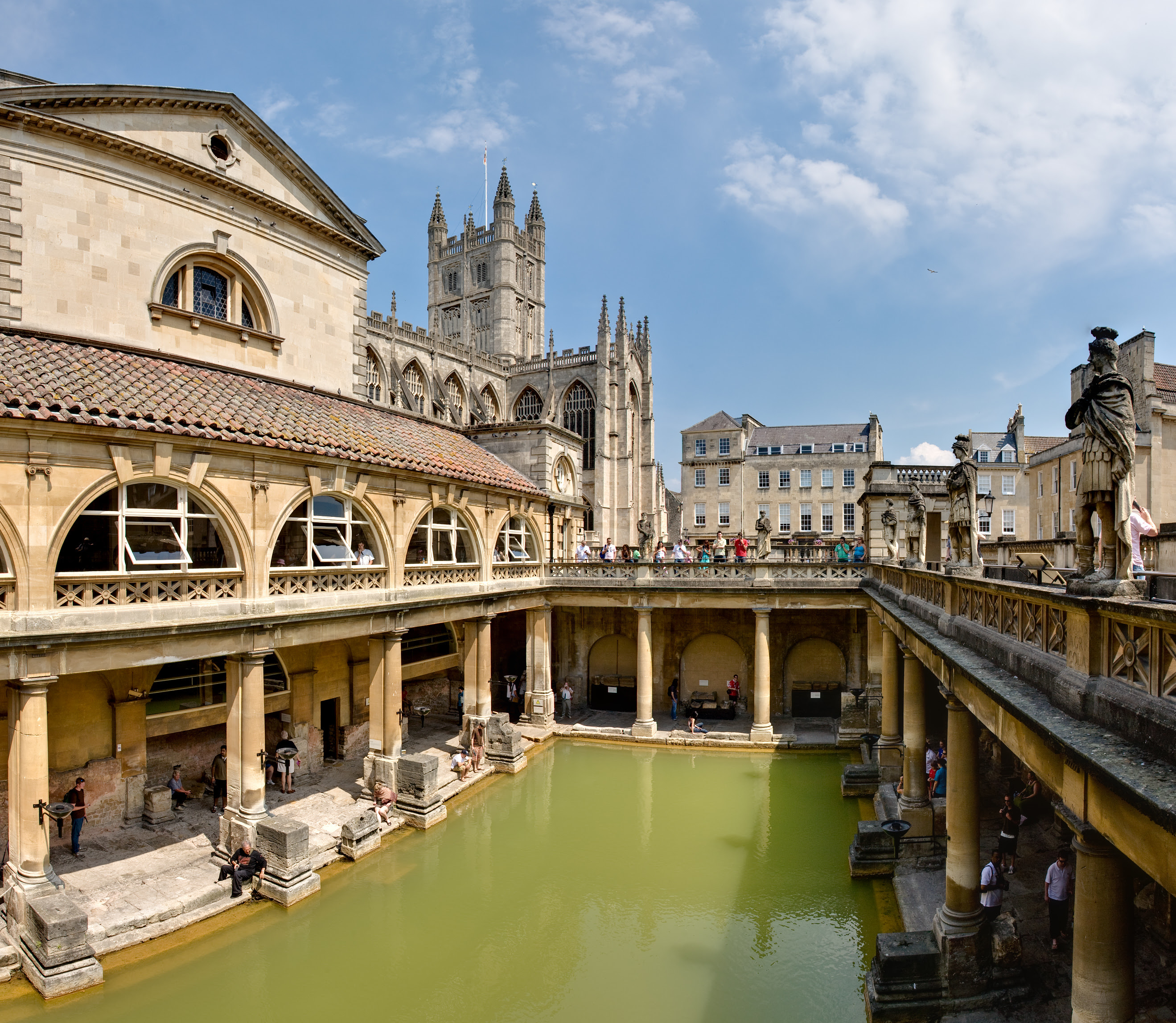Roman_Baths_in_Bath_Spa%2C_England_ _July_2006