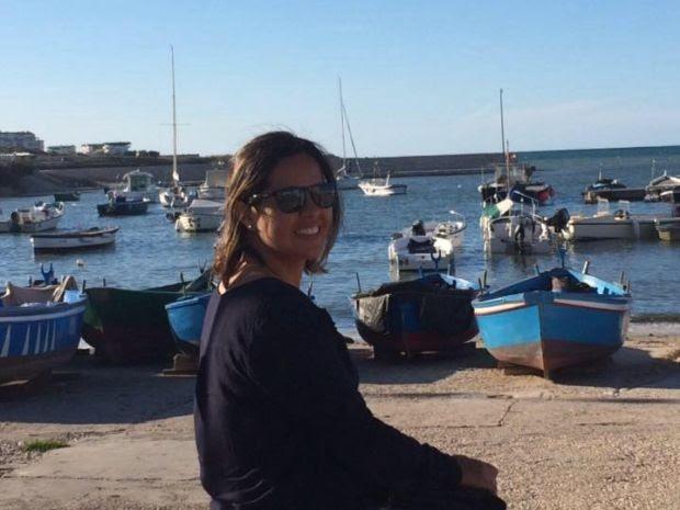 Advogada Renata Cézar viajou à Itália para receber medalha em reconhecimento a seu artigo (Foto: Arquivo Pessoal/ Renata Cézar)