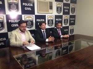 Delegados esclareceram detalhes do caso da menina de três anos que foi morta a facadas em Taquaritinga do Norte (Foto: Rodrigo Miranda/G1)