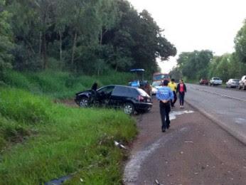 Veículos bateram de frente na rodovia PR-460 (Foto: Divulgação/ Corpo de Bombeiros)