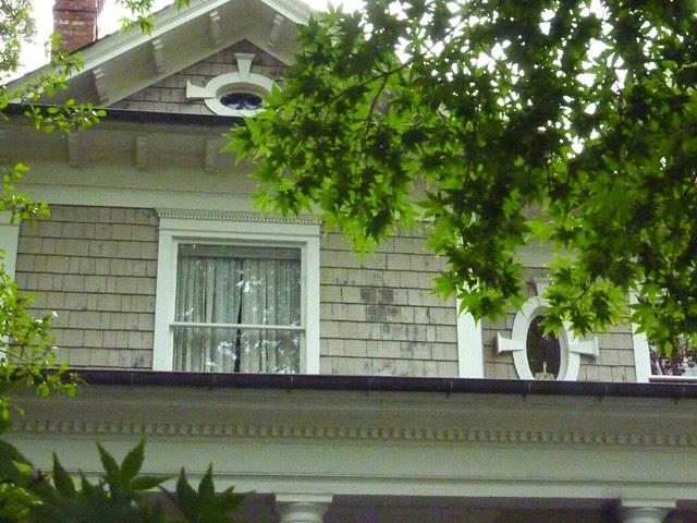 P1120784-2012-10-09-Inman-Park-Shower-Oval-Windows-1911