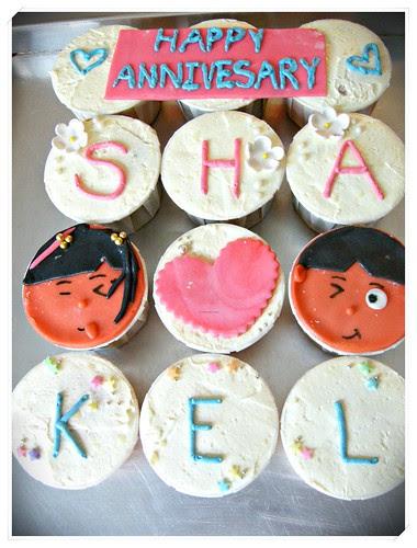 Sharin's ROM anniversary cupcakes 002
