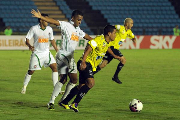 O lateral esquerdo Aírton foi um dos seis novos jogadores que estrearam com a camisa do ABC na partida contra o Ipatinga