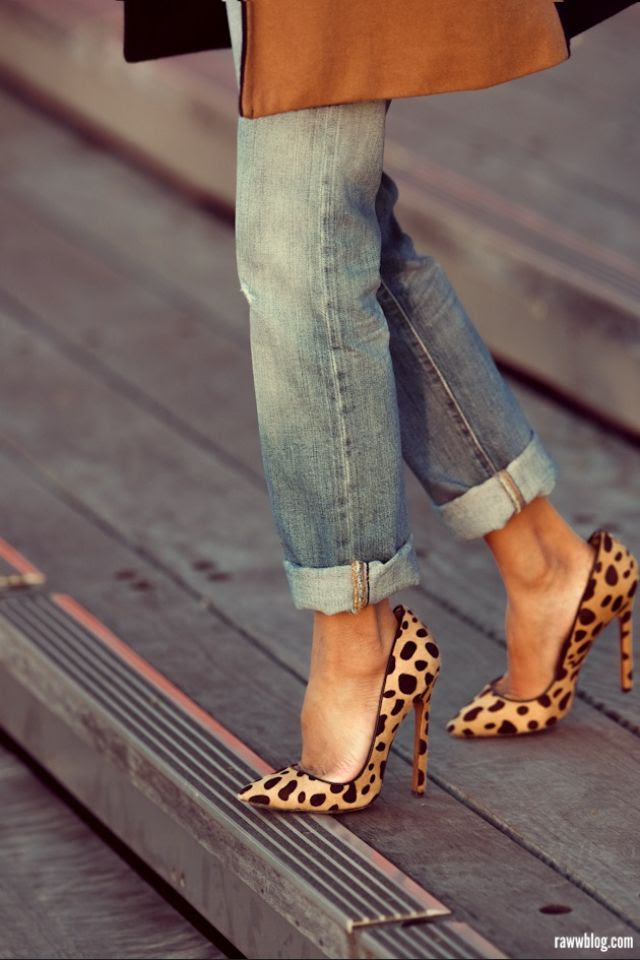 How to Wear Leopard Print at Work 101 http://www.levo.com/articles/fashion/how-to-wear-leopard-print-at-work | Love the pop of leopard to turn an otherwise casual outfit into something special ♥